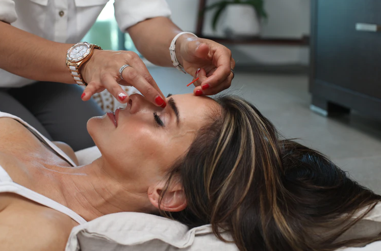 Beauty Pros Suggests These 10 Best Skincare Products in 2021
